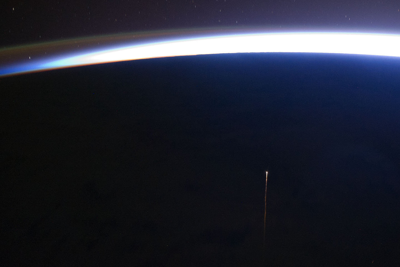 Imagen de la nave de carga rusa Progress M-10M reingresando en la atmósfera terrestre, obtenida desde la ISS el 29 de octubre de 2011. Créditos de la imagen: Image Science and Analysis Laboratory, Johnson Space Center, NASA.
